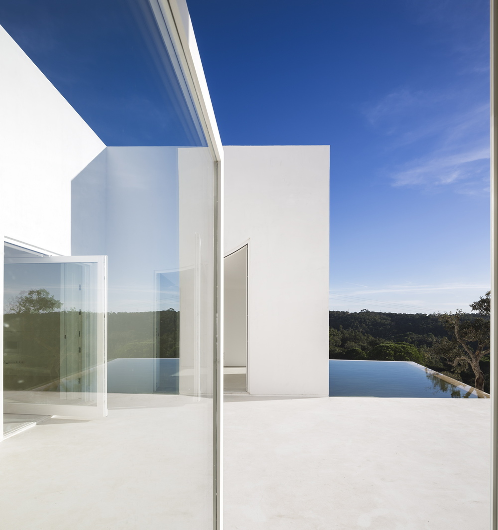 the-tree-mag-house-in-fontinha-by-manuel-aires-mateus-sia-arquitectura-230.jpg