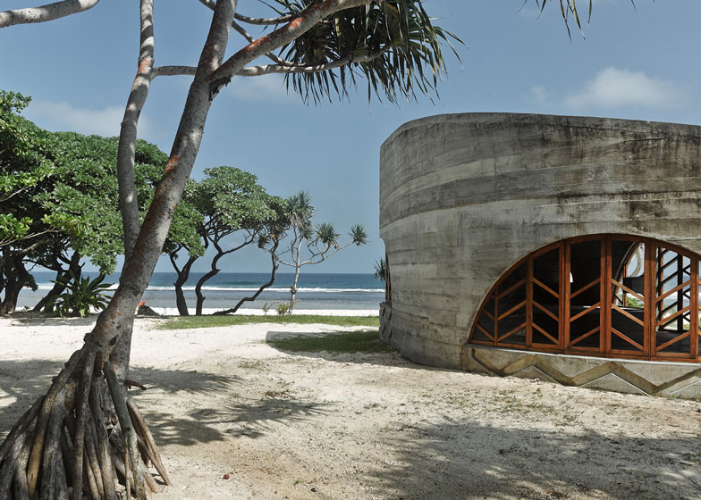 the-tree-mag-la-plage-du-pacifique-hotel-by-kristin-green-60.jpg