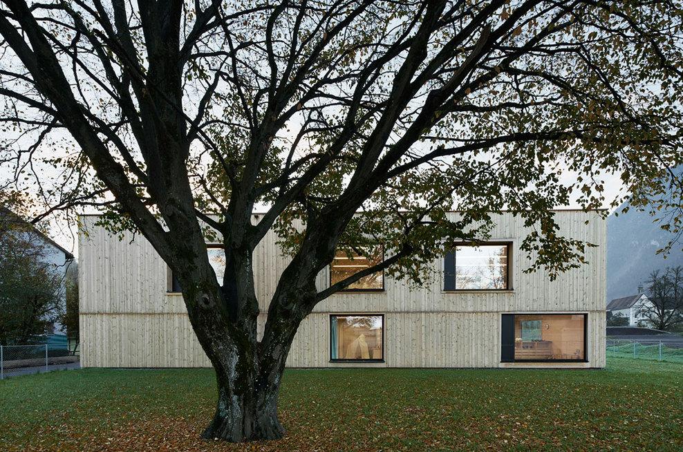 the-tree-mag_kindergarten-susi-weigel-by-bernardo-bader-architects_10.jpg
