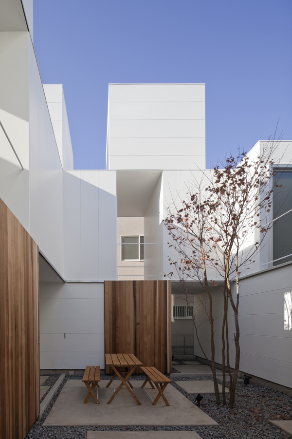 the-tree-mag_house-in-kamisoshigaya-by-eana_40.jpg