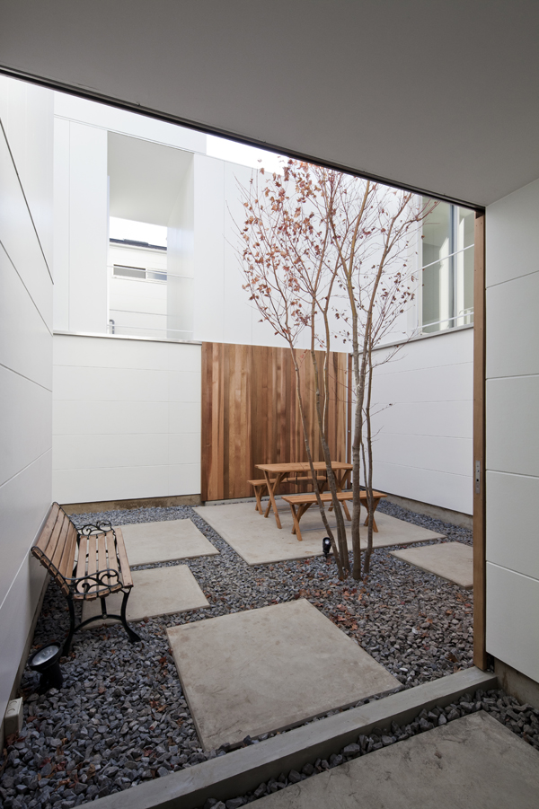 the-tree-mag_house-in-kamisoshigaya-by-eana_80.jpg