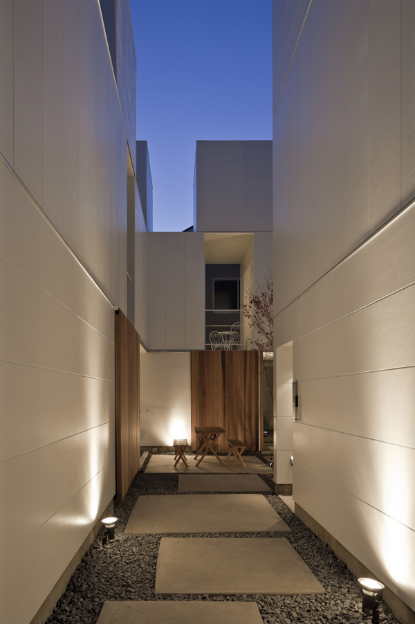 the-tree-mag_house-in-kamisoshigaya-by-eana_220.jpg