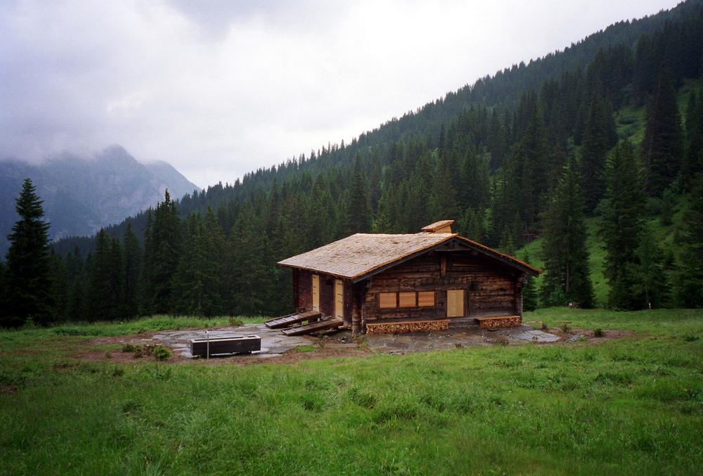 the-tree-mag_alpine-hut-blattistafel-near-gstaad-by-afgh_100.jpg