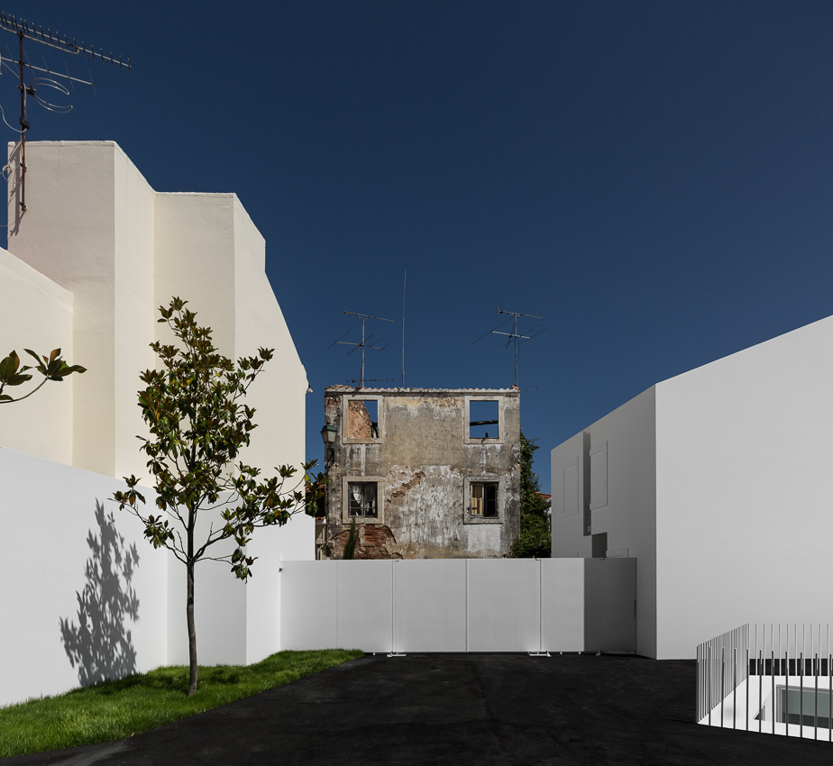 the-tree-mag_house-in-alcobaa-by-aires-mateus_40.jpg