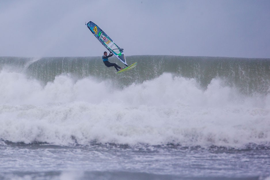 the-tree-mag_red-bull-storm-chase-20132014-mission-3-cornwall_20.jpg