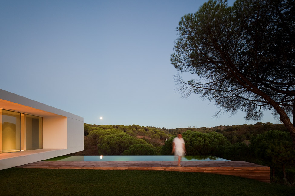 the-tree-mag_house-in-melides-by-pedro-reis_200.jpg