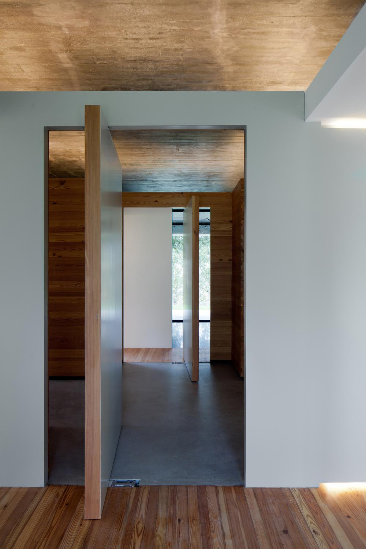 the-tree-mag_two-houses-in-mono-by-joo-paulo-loureiro_160.jpg