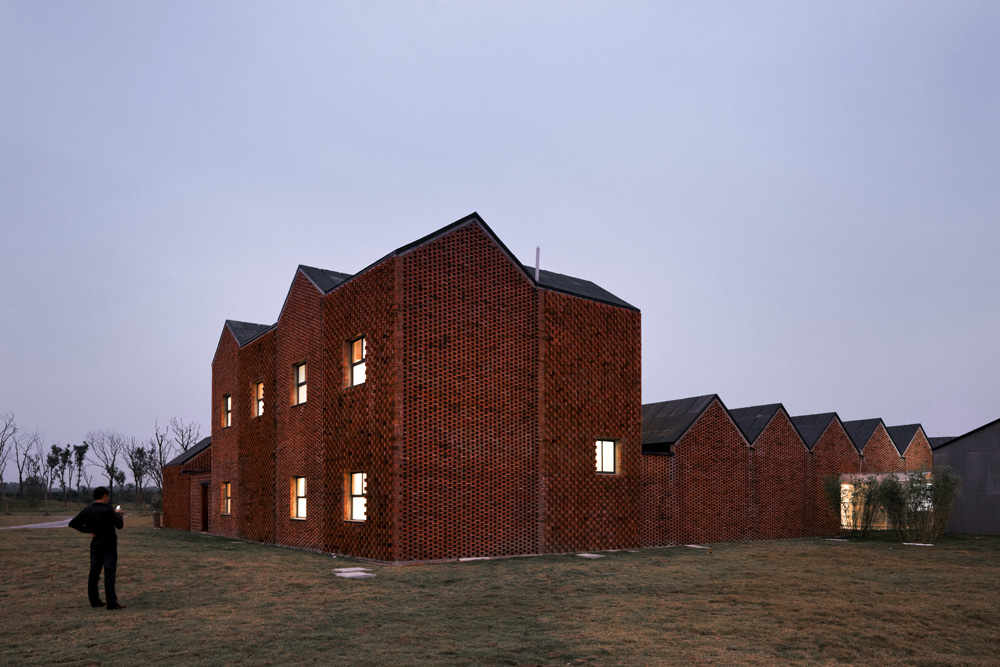 the-tree-mag_three-courtyard-community-centre-by-azl-architects_50.jpg