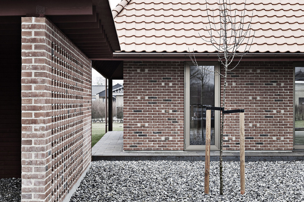 the-tree-mag_brick-house-by-leth-gori_40.jpg