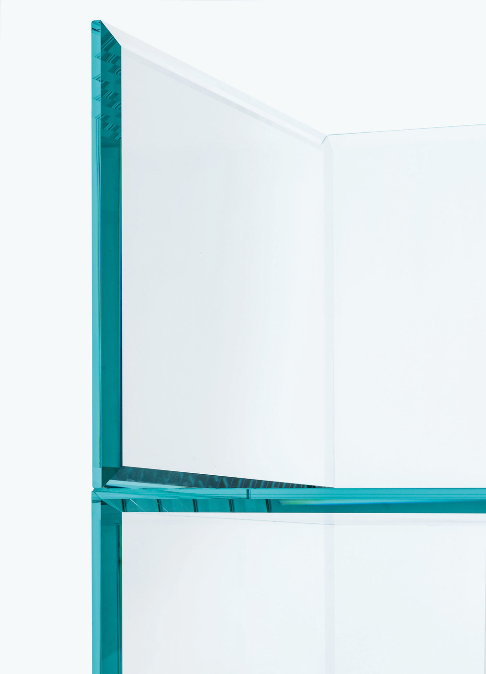 the-tree-mag_PRISM GLASS CHAIR  GLASS SOFA by Tokujin Yoshioka_10.jpg