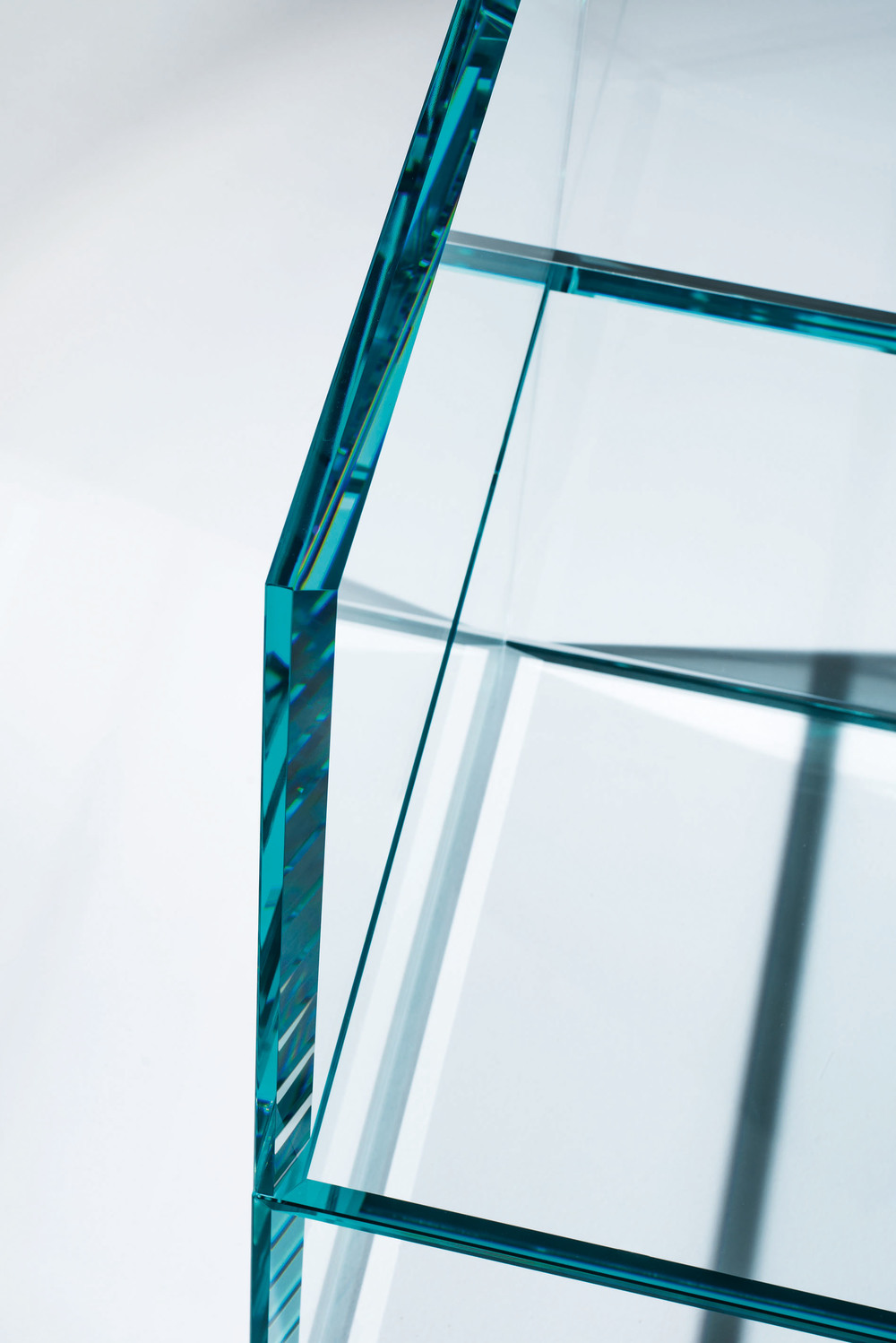 the-tree-mag_PRISM GLASS CHAIR  GLASS SOFA by Tokujin Yoshioka_20.jpg