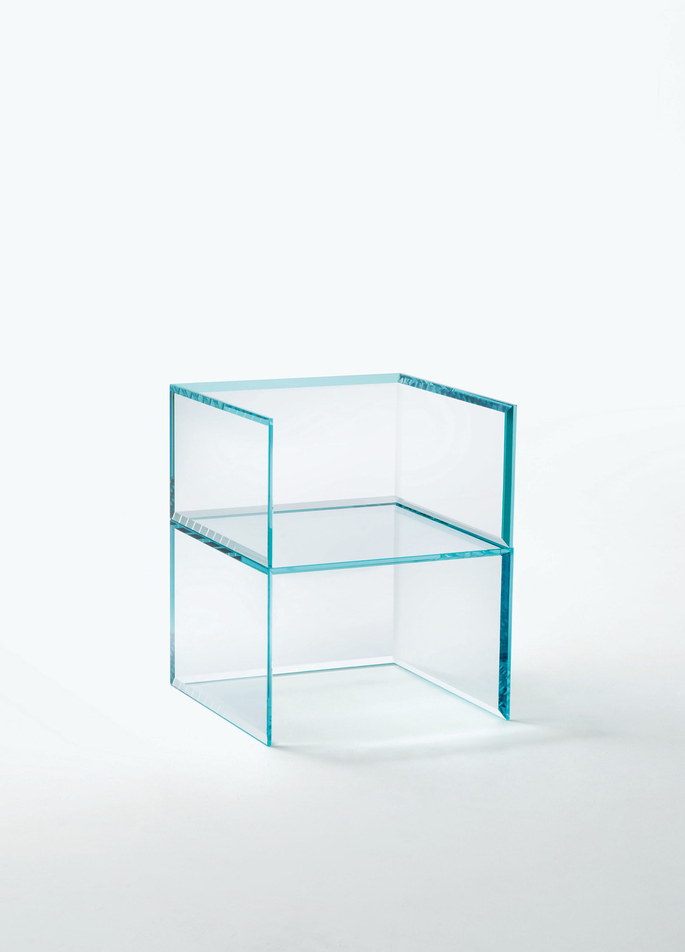 the-tree-mag_PRISM GLASS CHAIR  GLASS SOFA by Tokujin Yoshioka_30.jpg
