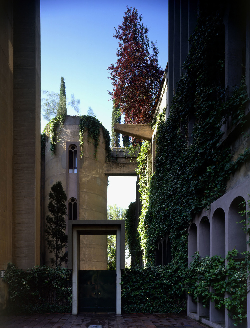 the-tree-mag_the-factory-by-ricardo-bofill_170b.jpg