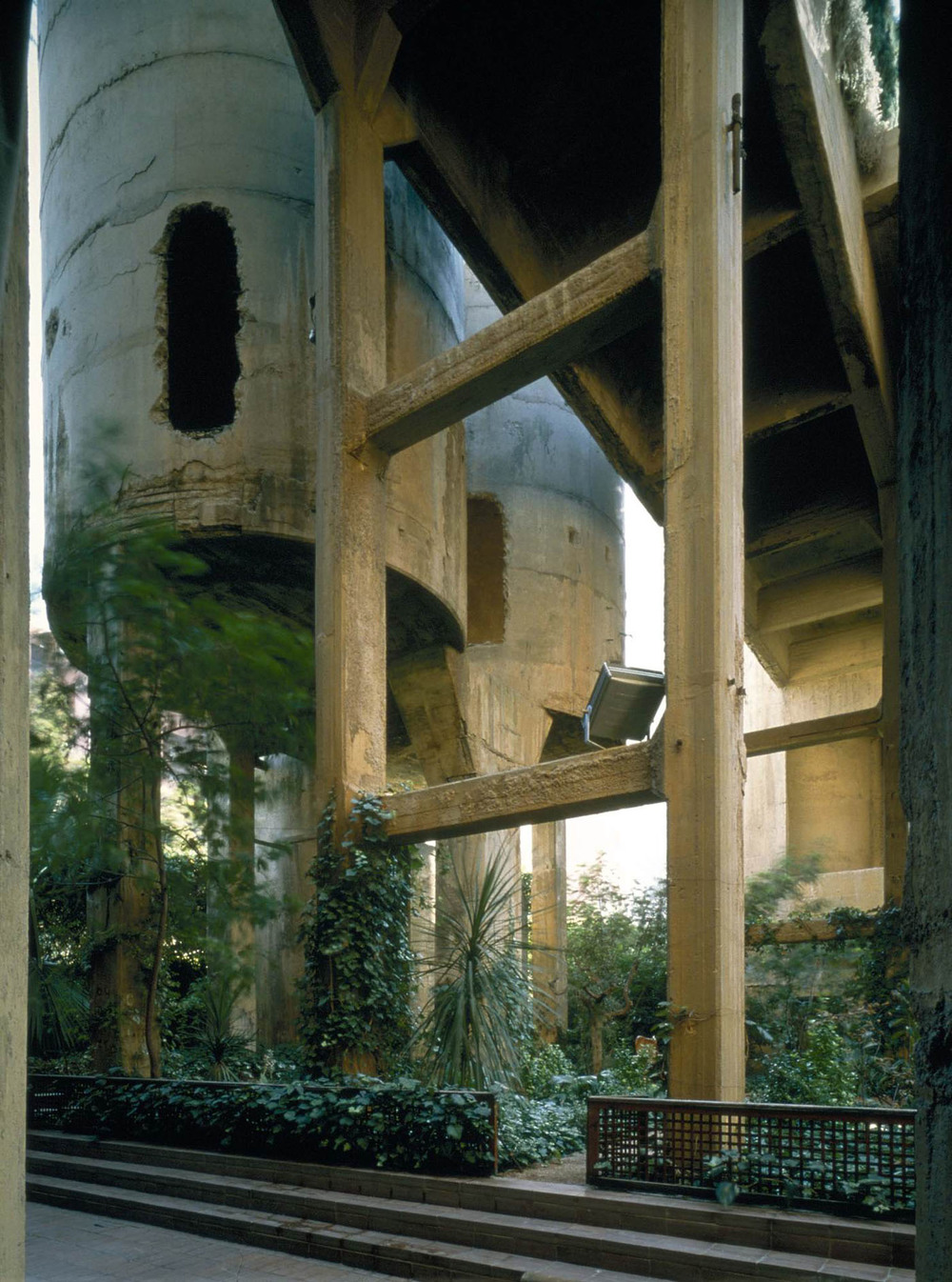 the-tree-mag_the-factory-by-ricardo-bofill_260.jpg