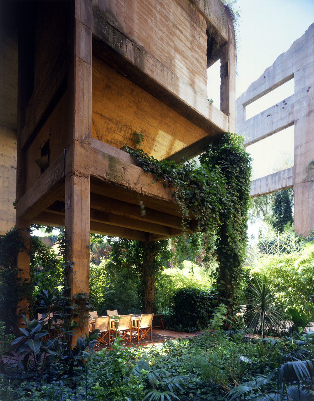 the-tree-mag_the-factory-by-ricardo-bofill_290b.jpg