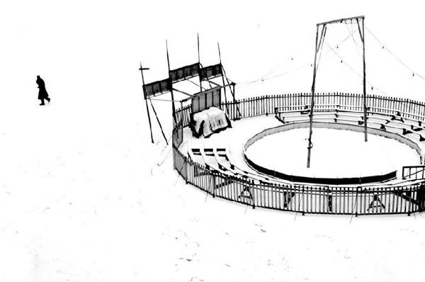 L'arena sotto la neve, 1954