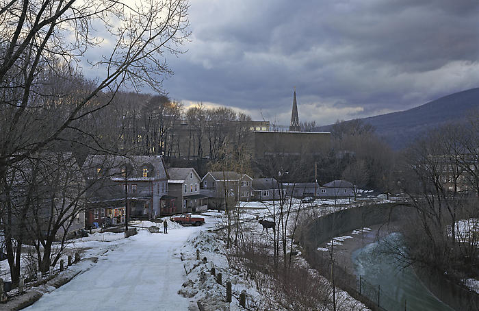 the-tree-mag_gregory-crewdson_40.jpg