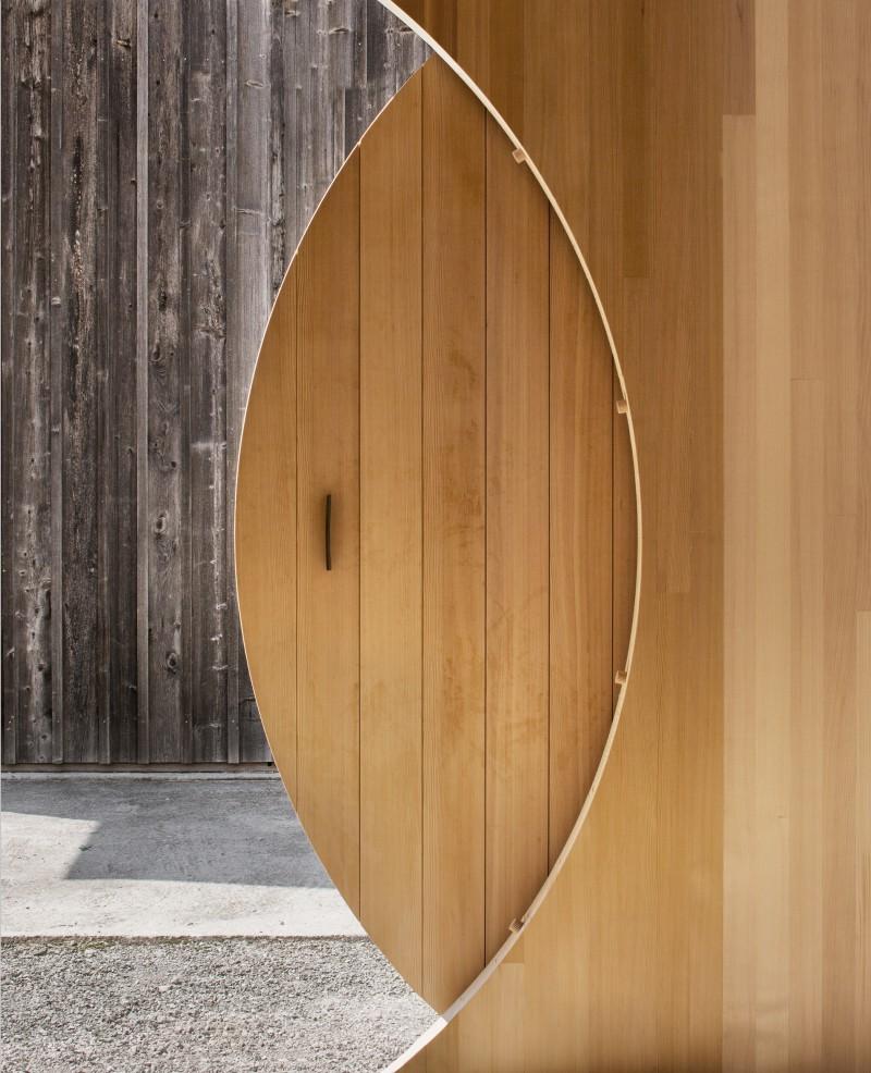the-tree-mag-transportable-pavilion-by-innauer-matt-architekten-30.jpg