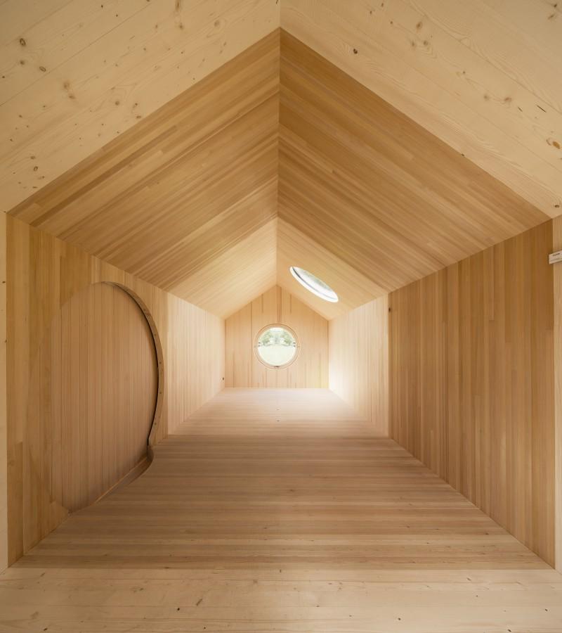 the-tree-mag-transportable-pavilion-by-innauer-matt-architekten-40.jpg