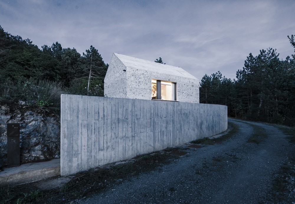 the-tree-mag-compact-karst-house-by-dekleva-gregoric-architects-140.jpg