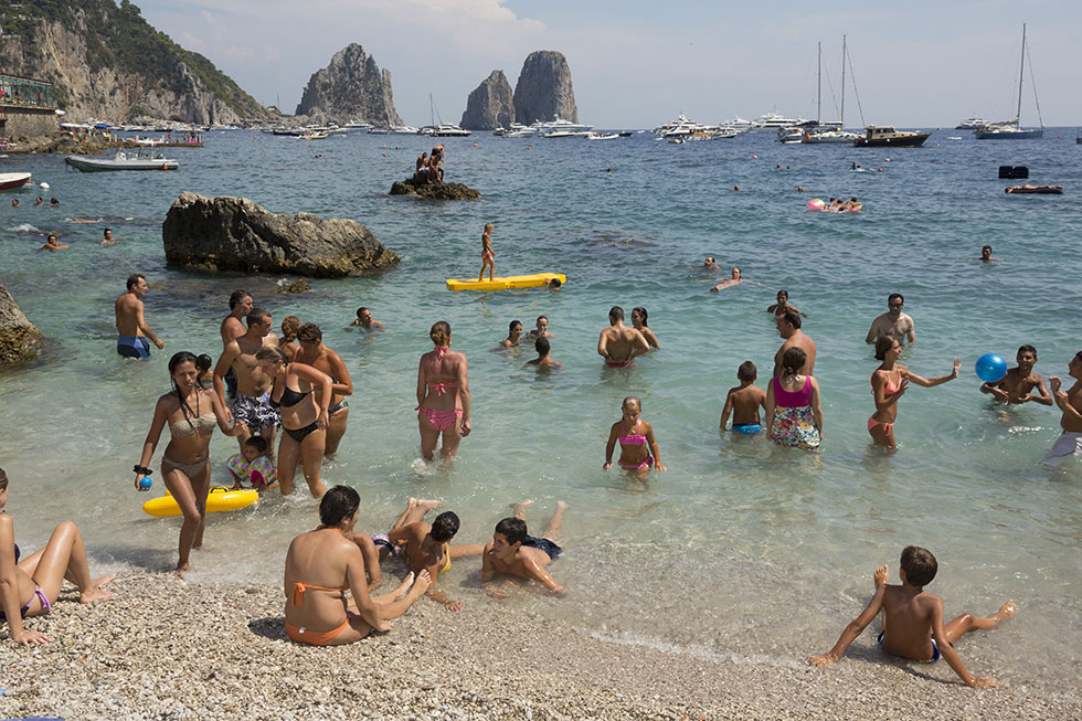 the-tree-mag-the-amalfi-coast-by-martin-parr-50.jpg