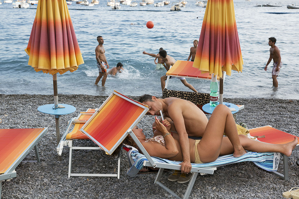 the-tree-mag-the-amalfi-coast-by-martin-parr-70.jpg