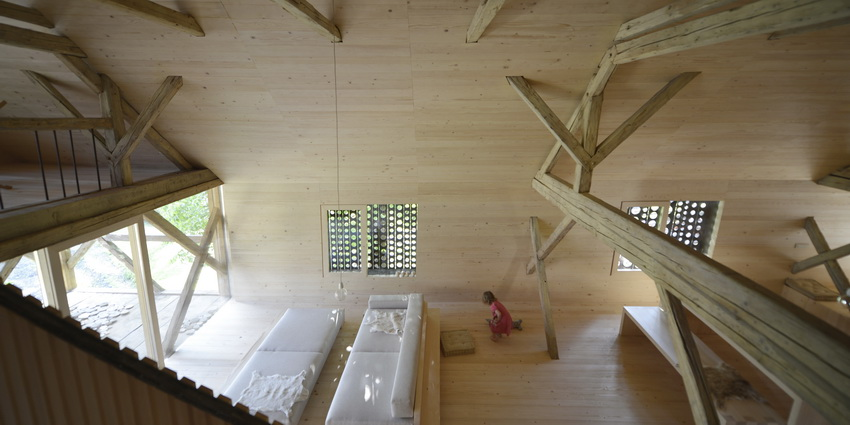 the-tree-mag-alpine-barn-apartment-by-ofis-arhitekti-220.JPG