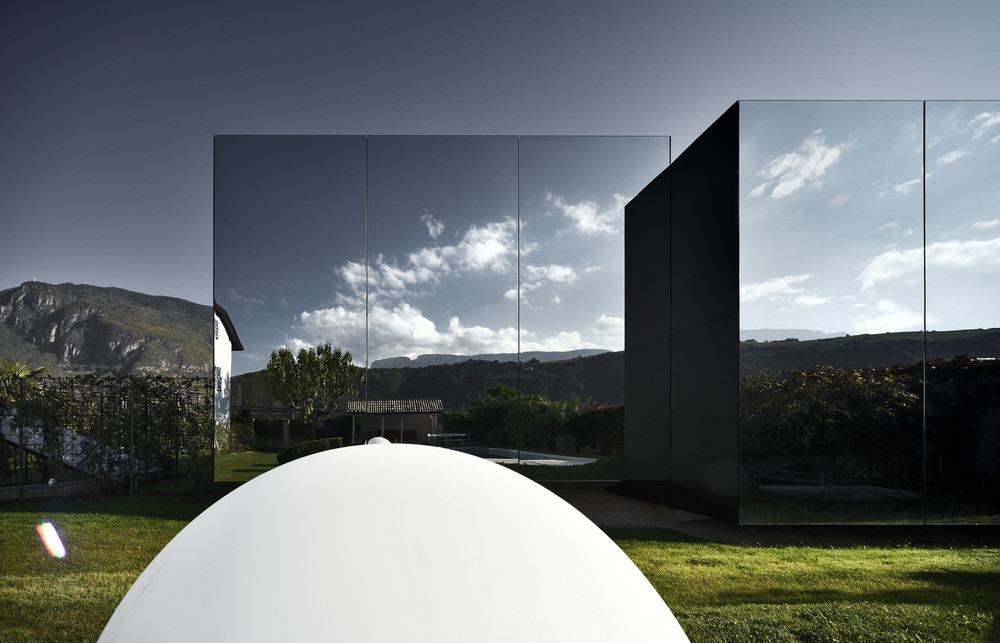 the-tree-mag-mirror-houses-by-peter-pichler-70.jpg