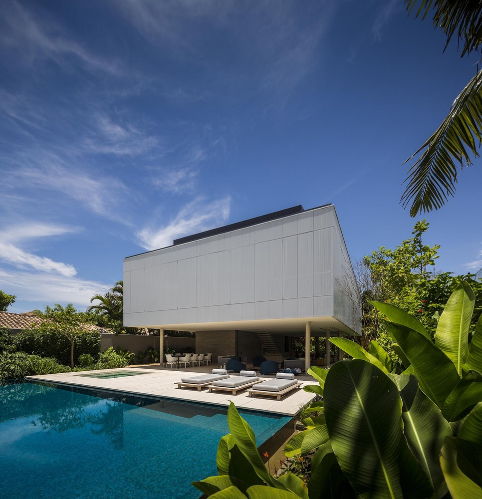 the-tree-mag-white-house-by-studio-mk27-marcio-kogan-eduardo-chalabi-80.jpg