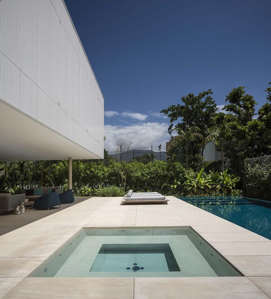 the-tree-mag-white-house-by-studio-mk27-marcio-kogan-eduardo-chalabi-120.jpg