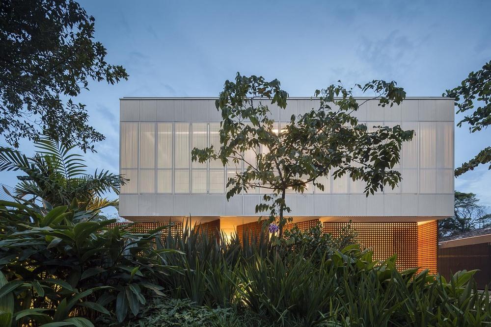 the-tree-mag-white-house-by-studio-mk27-marcio-kogan-eduardo-chalabi-130.jpg