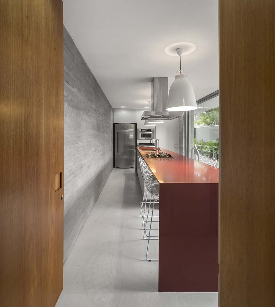 the-tree-mag-white-house-by-studio-mk27-marcio-kogan-eduardo-chalabi-210.jpg