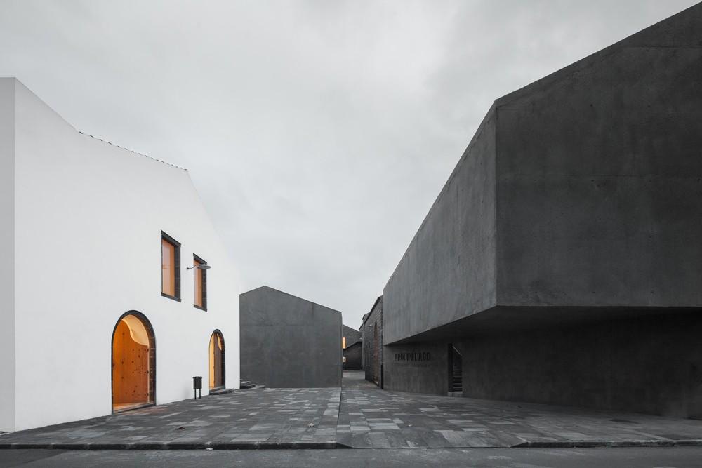 the-tree-mag-arts-centre-by-menos-mais-arquitectos-joo-mendes-ribeiro-10.jpg