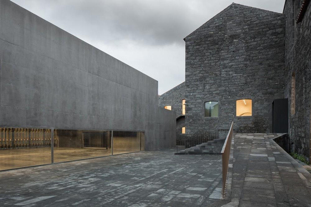 the-tree-mag-arts-centre-by-menos-mais-arquitectos-joo-mendes-ribeiro-60.jpg