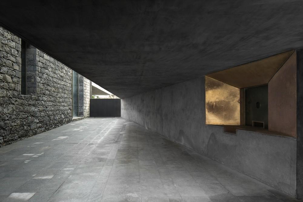 the-tree-mag-arts-centre-by-menos-mais-arquitectos-joo-mendes-ribeiro-30.jpg