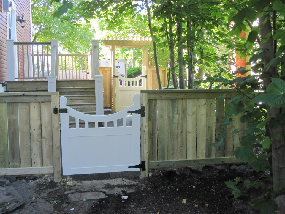 Step Arbour and Gate.jpg