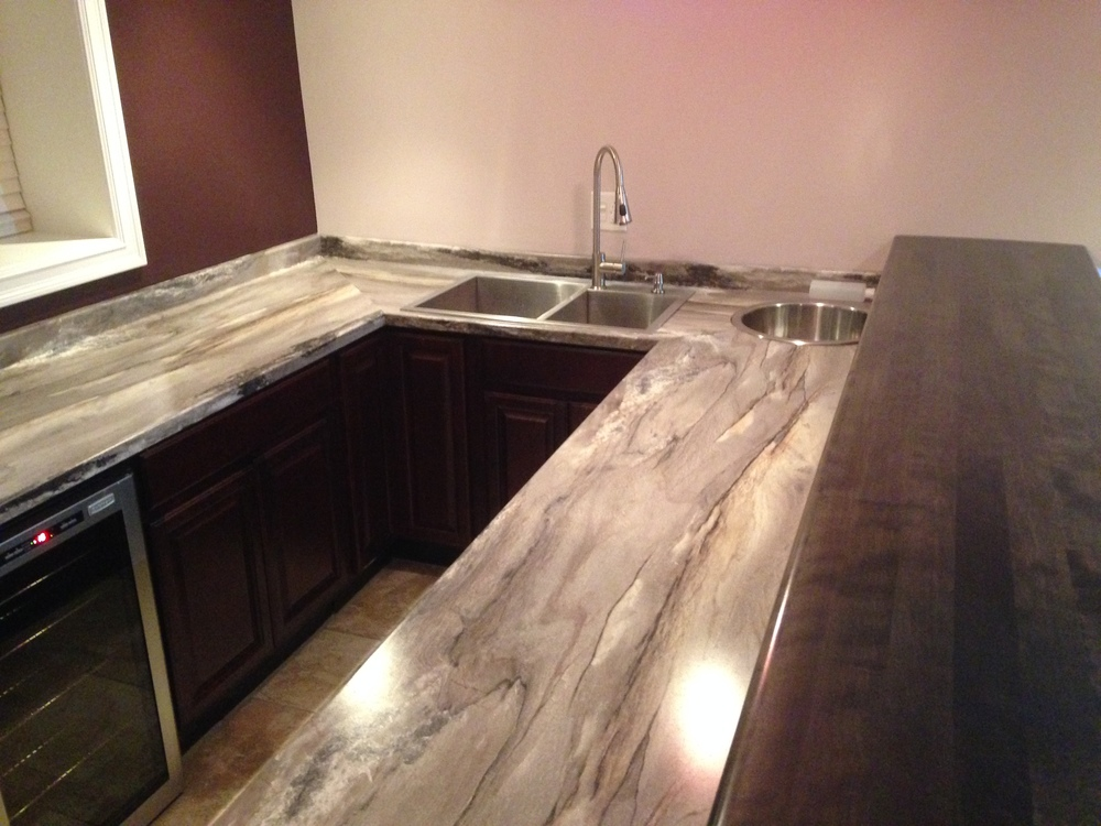 Wet bar with ice well