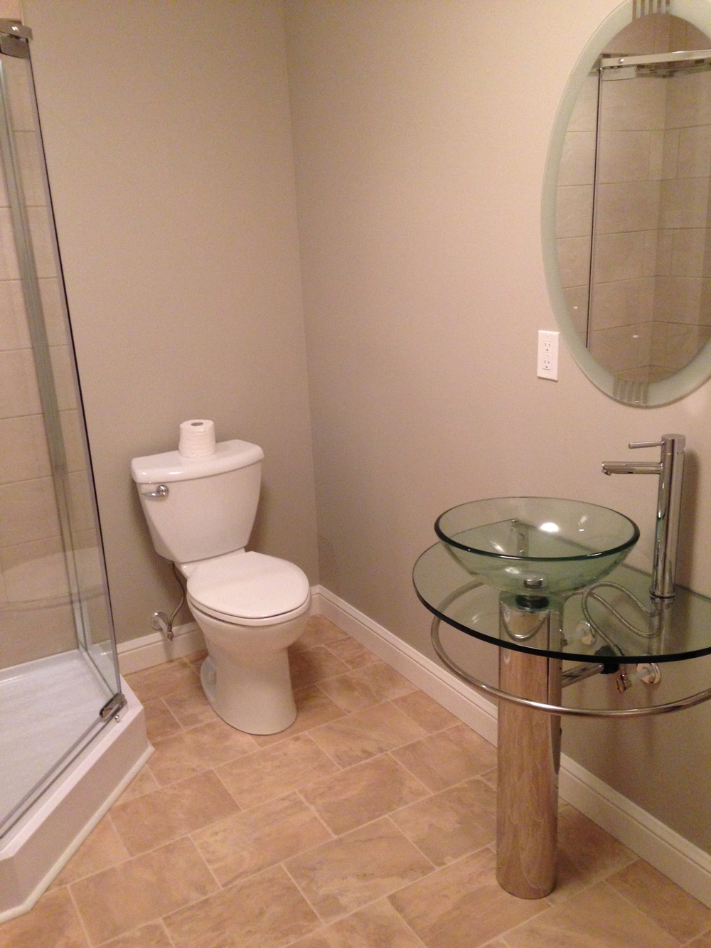 3/4 bath with pedestal sink and matching mirror