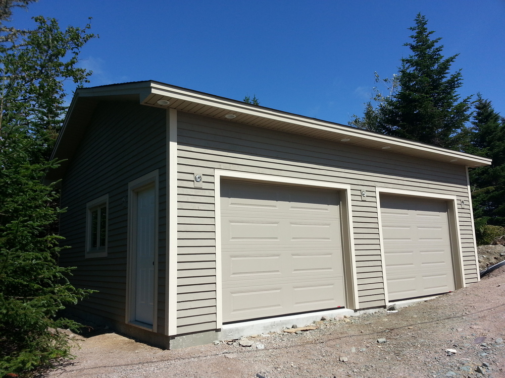 22' x 26' detached garage with spruce siding and cape cod trim