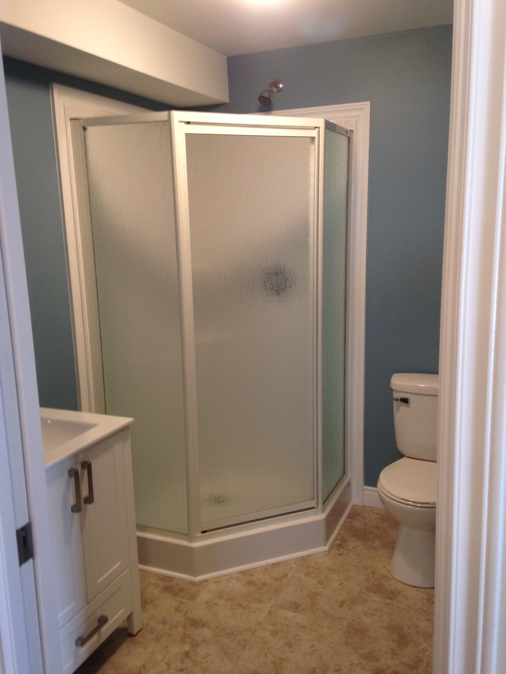 New neo angle shower, toilet and vanity
