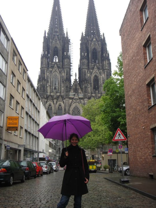 Keeping warm in front of the Koelner Dom