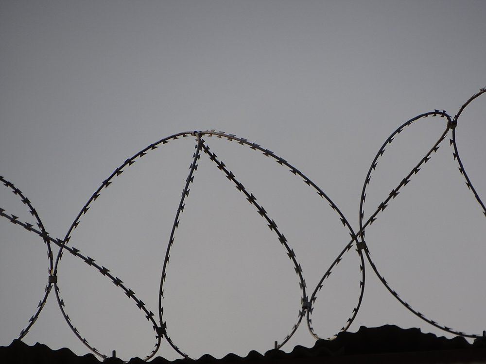 barbed-wire-black-and-white-black-and-white-690800.jpg