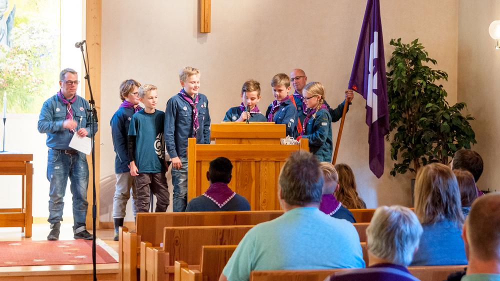 Scoutlagen läses upp