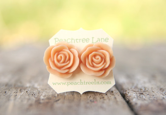 The best word I can think of to describe Peachtree Lane Jewelry is CUTE!  This adorable jewelry line provides all sorts of goodies,like earrings, necklaces and rings. These sweet treats are the perfect touch to any bridesmaid or flower girl.