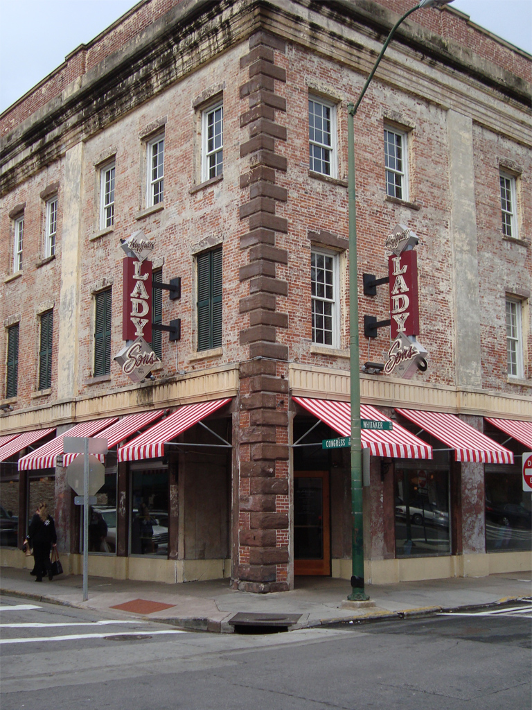 Lady_and_Sons_Restaurant_owned_by_Paula_Deen_in_Savannah,_Georgia