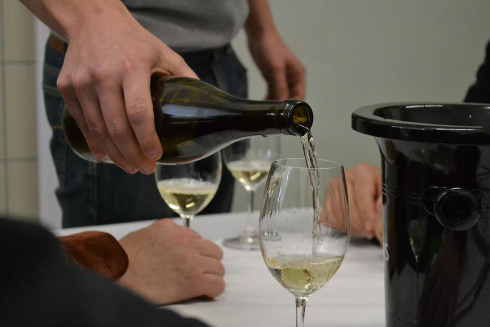 Beteta Wine Pouring.jpg