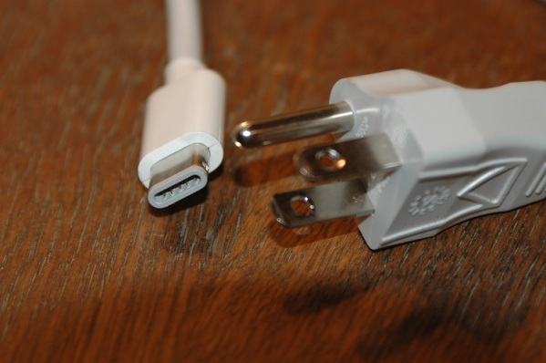 Mac_Mini_Power_Cord_resized1.jpg