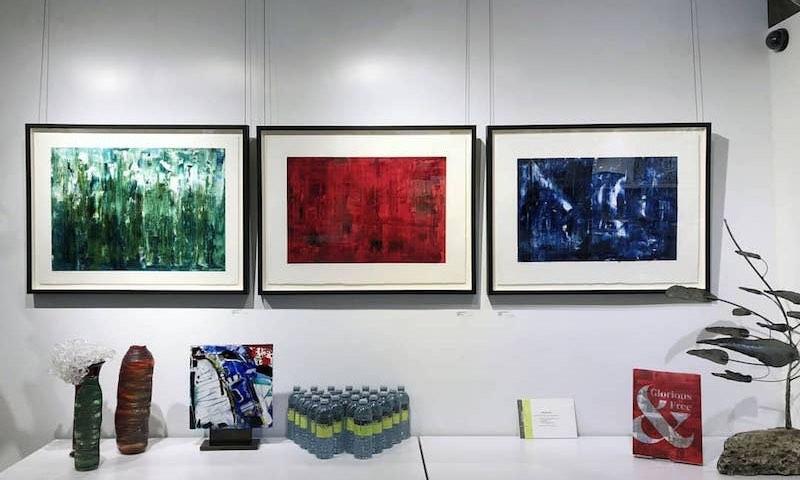 Les œuvres Les  Monts-Valin, Eleven Points,  et  Le départ  (de gauche à droite)