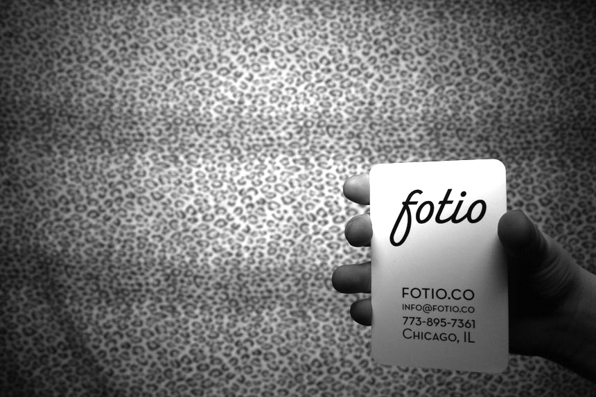 A Fotio rounded corner, all-white business card from MOO.