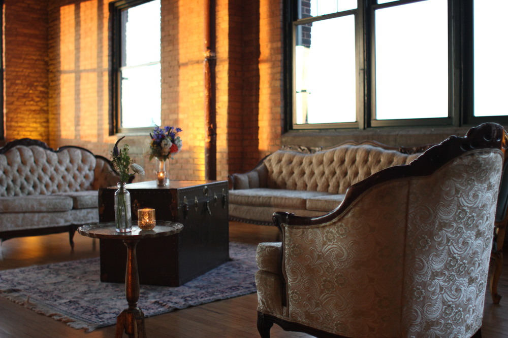Love this vintage loft setup by the team at Rent Vintage Chicago, a boutique rental company.
